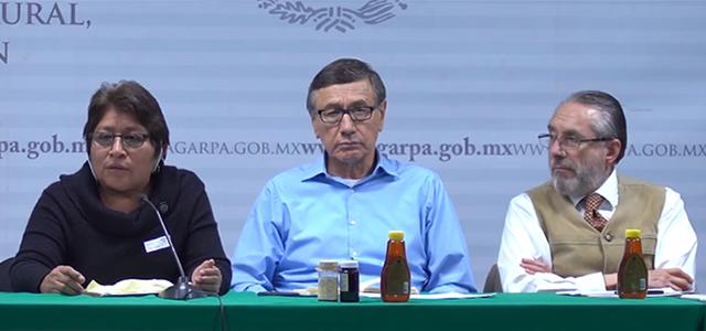 Leidy Pech junto al Víctor Suárez , Subsecretario de Autosuficiencia Alimentaria de la Seder